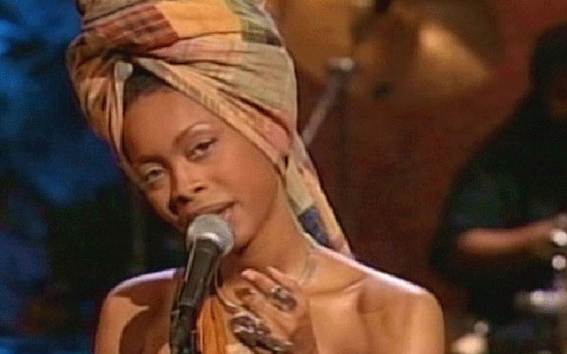 Photo of 90's R&B artist Erykah Badu